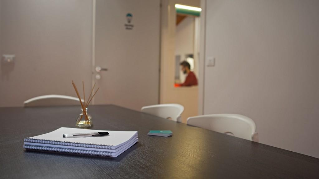dettaglio sala riunioni coworking | capodilucca Bologna